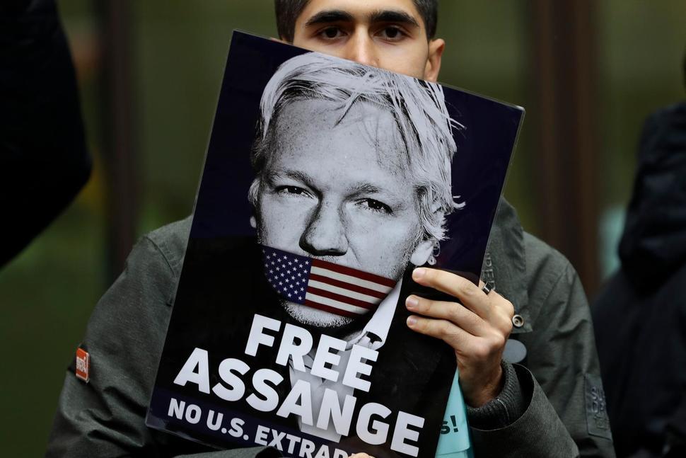 """Risultato immagini per Assange immagini"""""""
