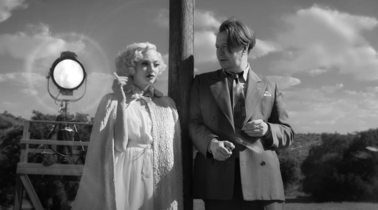 Gary Oldman e Amanda Seyfriend nel film Mank